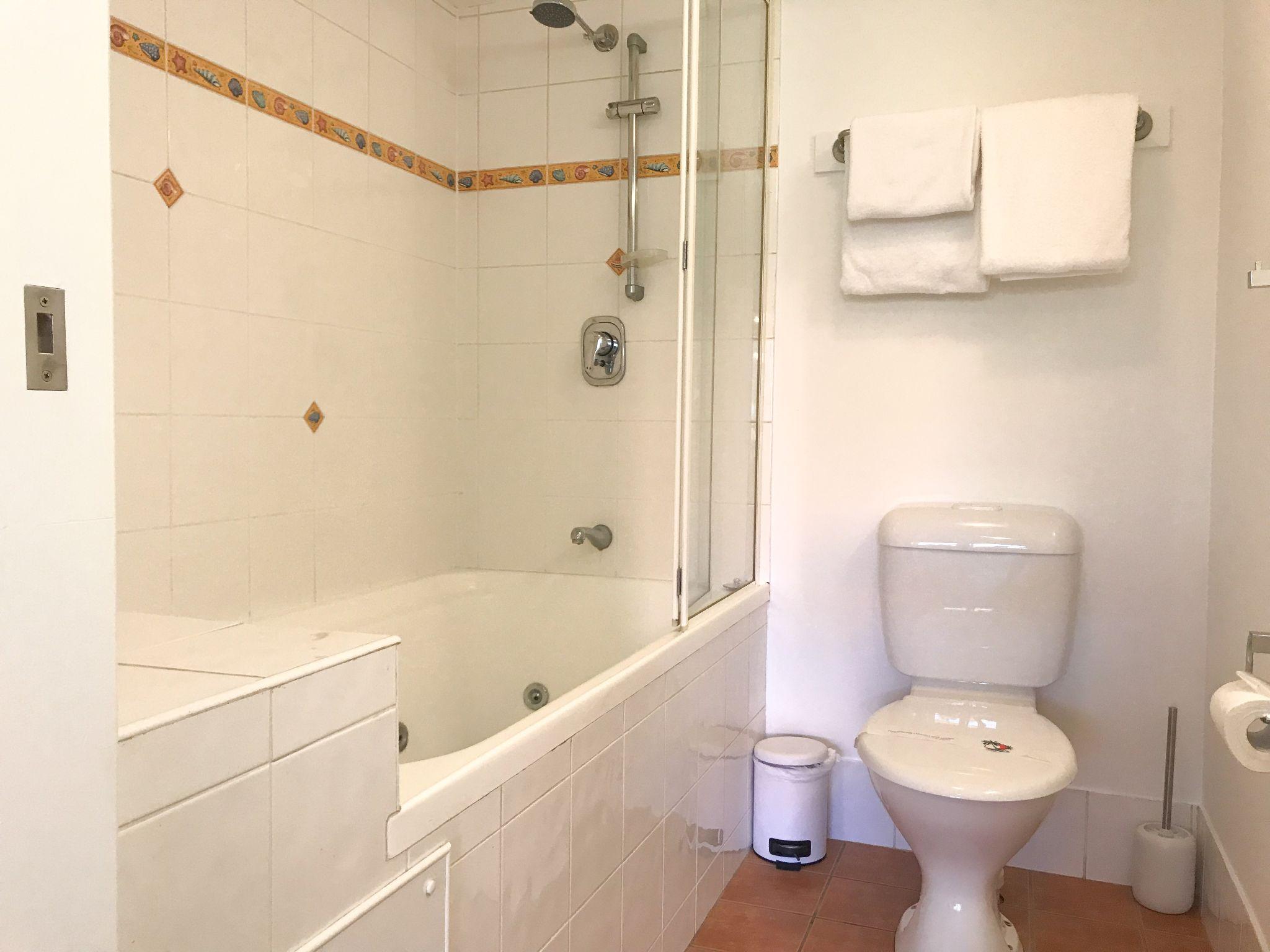 Sunshine coast resort studio endless summer bathroom